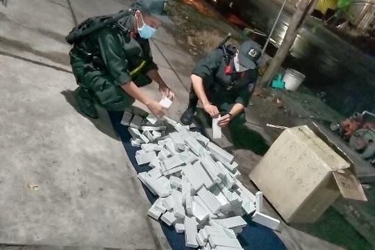 An Giang: Nhập lậu hàng trăm hộp que tránh thai và thuốc bảo vệ thực vật