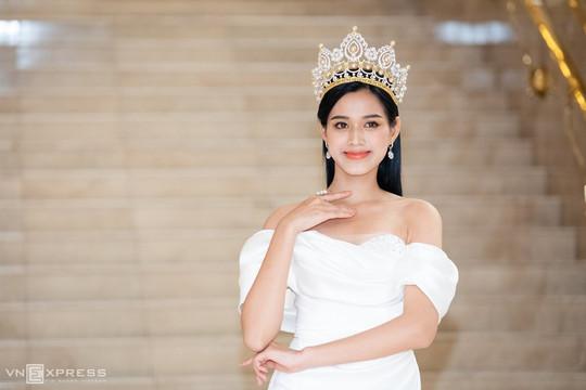 Fan BlackPink 'ném đá' vô lý, tài khoản cá nhân của hoa hậu Đỗ Thị Hà bị báo xấu