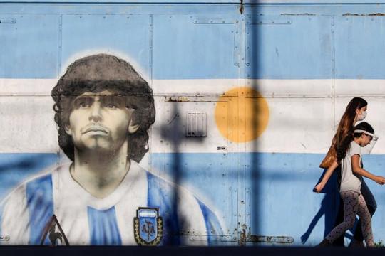 Điều tra cái chết của Maradona, cảnh sát khám xét tài sản bác sĩ riêng