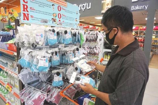 TP.HCM: Sản phẩm chống dịch COVID-19 tiêu thụ mạnh, giá không tăng