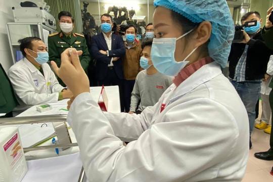 3 tình nguyện viên đầu tiên được tiêm vắc xin phòng COVID-19: Đây là công việc ý nghĩa