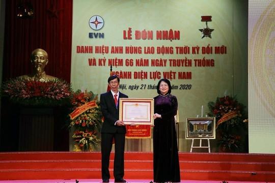 Trao tặng danh hiệu Anh hùng lao động cho anh Trương Thái Sơn