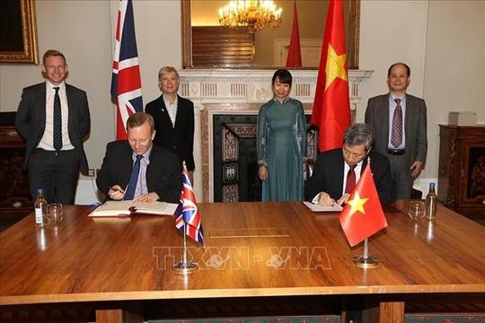 Việt Nam và Vương quốc Anh chính thức ký Hiệp định thương mại tự do