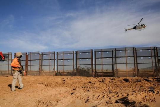 Ông Trump âm thầm đến Texas thăm tường biên giới từng khiến hàng chục ngàn người khốn đốn