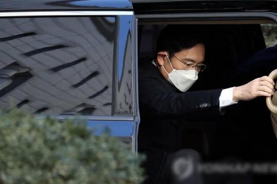 Người thừa kế Samsung lãnh án 2 năm 6 tháng tù vì hối lộ, lần thứ 2 xộ khám