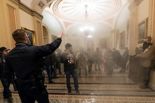 Bạo loạn ở tòa nhà Quốc hội Mỹ: Thủ lĩnh nhóm cực hữu dùng Messenger truy lùng các nghị sĩ