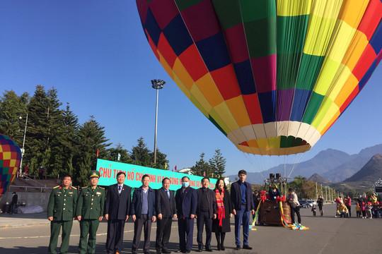 Người dân Hà Nội được trải nghiệm bay khinh khí cầu dịp Xuân Tân sửu 2021