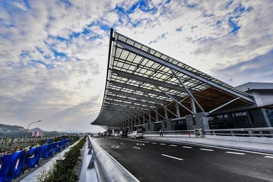 Thủ tướng yêu cầu bình tĩnh sau khi thông báo có 82 ca nhiễm mới, sân bay Vân Đồn có thể tạm đóng cửa