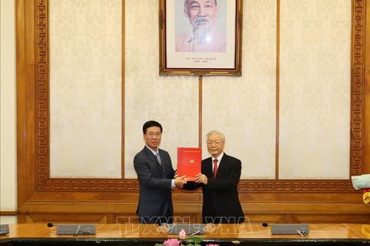 Ông Võ Văn Thưởng giữ chức Thường trực Ban Bí thư, ông Trần Tuấn Anh làm Trưởng ban Kinh tế T.Ư