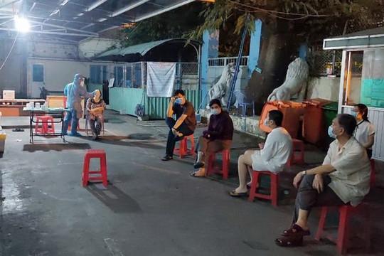 Lấy mẫu khẩn, xét nghiệm COVID-19 tất cả nhân viên sân bay Tân Sơn Nhất đi làm sáng 8.2