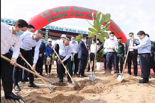 Thủ tướng Nguyễn Xuân Phúc dự 'Tết trồng cây' xuân Tân Sửu