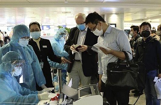 TP.HCM xét nghiệm lại các chuyên gia nước ngoài đã nhập cảnh
