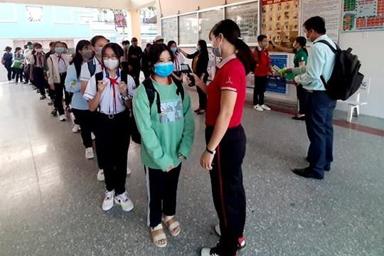 Sóc Trăng: Nghiêm túc trong ngày đầu đón học sinh trở lại trường