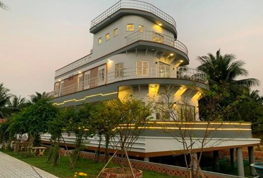 Ngôi nhà mang hình dáng siêu du thuyền trên cạn ở Vĩnh Long