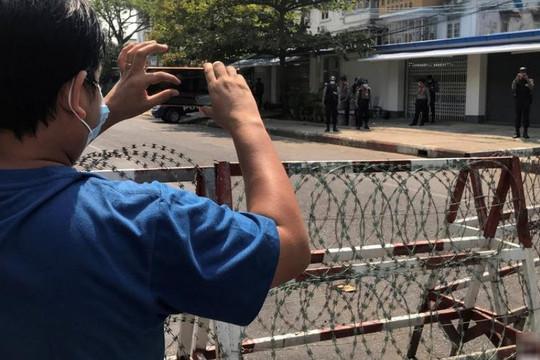Khi dân, nhà báo Myanmar làm cách mạng và kháng chiến kỹ thuật số trên Facebook phản đối đảo chính