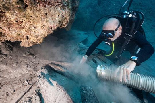 Khám phá xác tàu đắm chở tàn tích của đền Parthenon