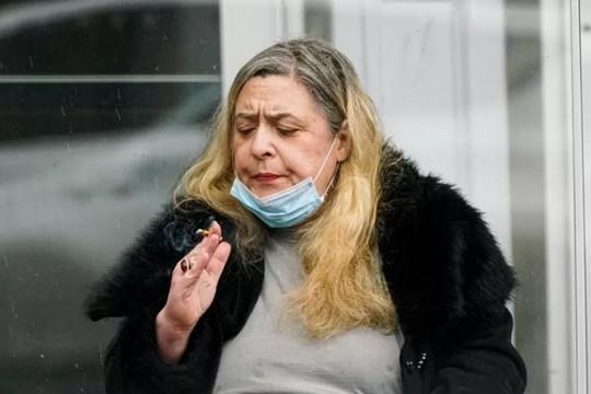 Người hút thuốc có thể được tiêm vắc xin COVID-19 trước giáo viên
