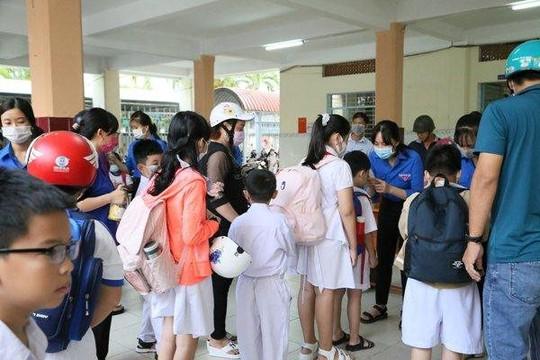 Cần Thơ: Học sinh vừa đến trường vừa tiếp tục phòng chống dịch