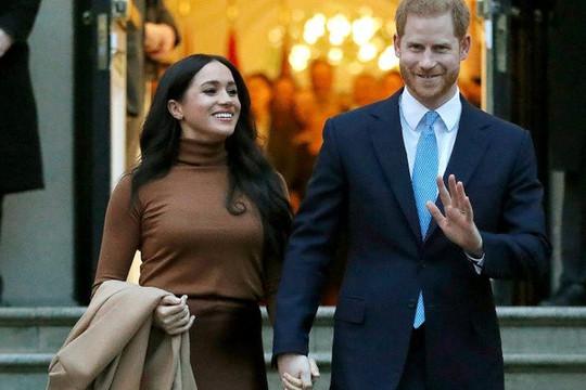 Harry và Meghan: Từ tình yêu ngọt ngào đến rời bỏ hoàng gia