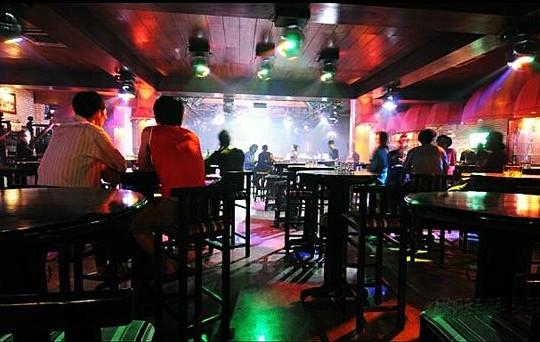 Cần Thơ đề xuất giữ khoảng cách trong quán massage, karaoke, vũ trường