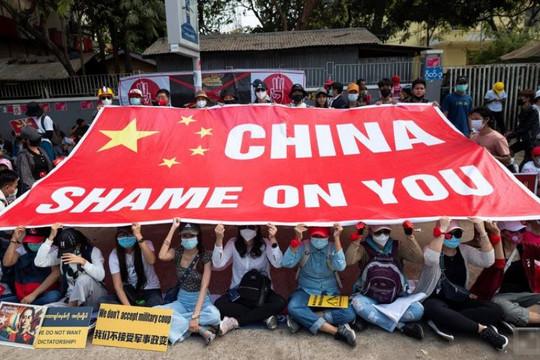 Người biểu tình trút giận lên doanh nghiệp Trung Quốc vì quân đội Myanmar đảo chính