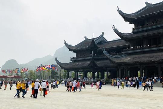 Bộ VHTT-DL ra công văn chấn chỉnh sau hình ảnh du khách chen nhau ở chùa Tam Chúc