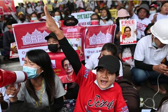 Kém phát triển nhất ASEAN, nền kinh tế Myanmar thiệt hại nặng nề thế nào sau cuộc đảo chính?