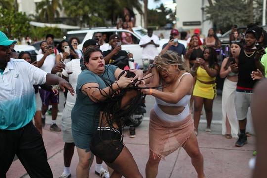 Một thành phố Mỹ 'vỡ trận' và hỗn loạn vì du khách đổ về quá đông