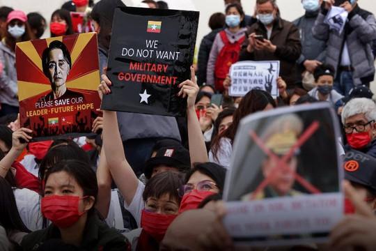 Nhà lập pháp thuộc đảng của bà Thái Anh Văn tố Trung Quốc ủng hộ quân đội Myanmar đảo chính