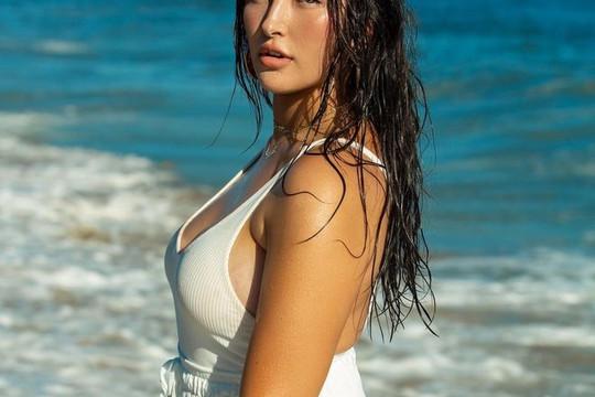 """Vì sao tạp chí áo tắm nổi tiếng lại chọn người mẫu gốc Á có thân hình """"ngoại cỡ"""" lên bìa?"""