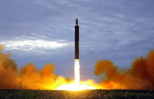 Thủ tướng Suga chỉ trích Triều Tiên vì phóng 2 tên lửa đạn đạo gần Nhật, gây áp lực lên chính quyền Biden