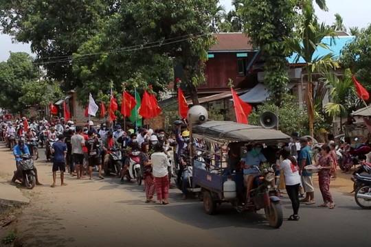 Quân đội Myanmar được Nga hỗ trợ, dọa bắn vào đầu và lưng người biểu tình