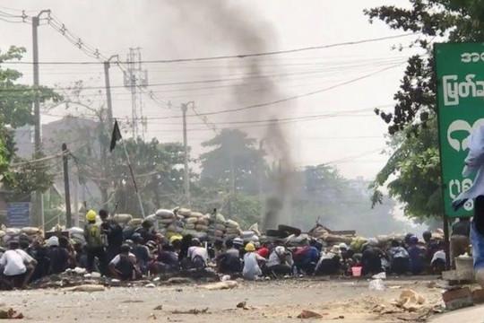 Dân hưởng ứng chiến dịch ném rác khi 510 người chết, 3 nhóm nổi dậy cảnh báo quân đội Myanmar