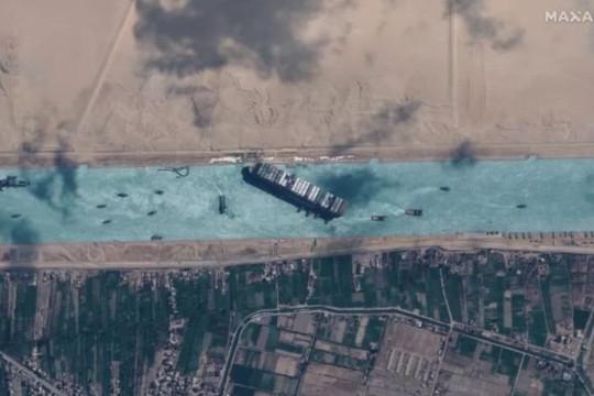 Trăng tròn giúp giải phóng con tàu bị mắc kẹt trong kênh đào Suez