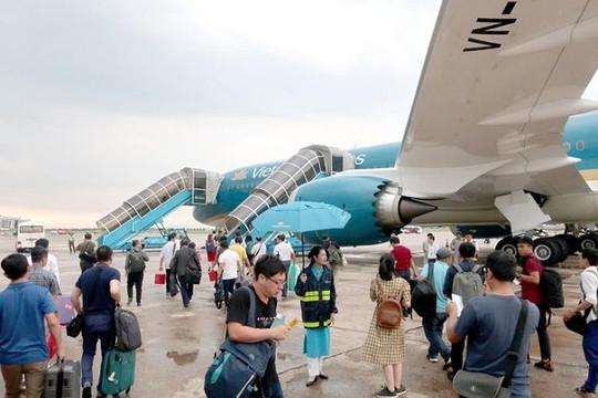 Dịp lễ 30.4: Khách đi du lịch tăng mạnh, giá vé máy bay 'nóng dần'