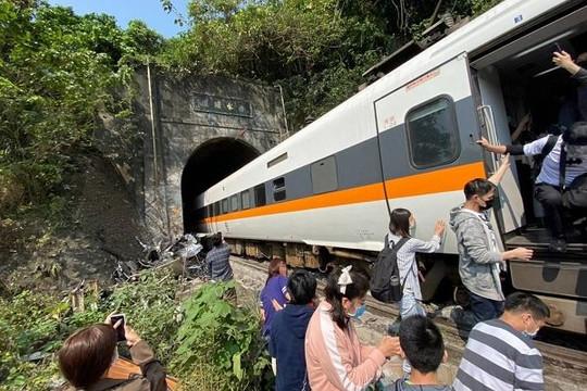Tai nạn tàu hỏa thảm khốc nhất 70 năm ở Đài Loan, 50 người chết và 146 bị thương