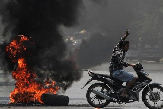 Quân đội Myanmar bắn chết cảnh sát chống đảo chính và nhân viên ngân hàng Hàn Quốc, cắt internet băng thông rộng