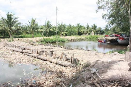 Kiên Giang: Bảo vệ đê biển, đắp đập để phòng chống xâm nhập mặn