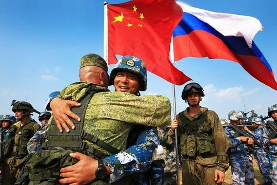 'Không nước nào có thể một mình chống lại Trung Quốc hay Nga chứ đừng nói cả hai'