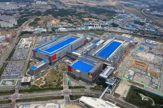 'Mỹ, Trung Quốc cần đầu tư về chip ít nhất 150 tỉ USD 5 năm tới may ra sánh kịp Samsung và TSMC'