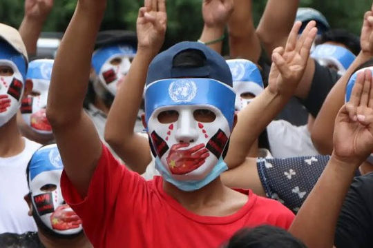 Người Myanmar đeo mặt nạ tố Trung Quốc 'bịt miệng' Hội đồng Bảo an, vỗ tay 5 phút vinh danh các nhóm vũ trang dân tộc
