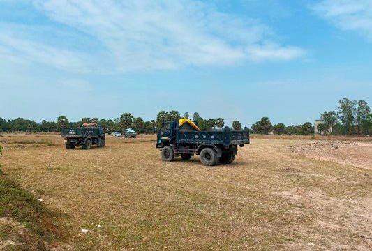 An Giang: Bắt giữ nhiều xe đang khai thác cát trái phép