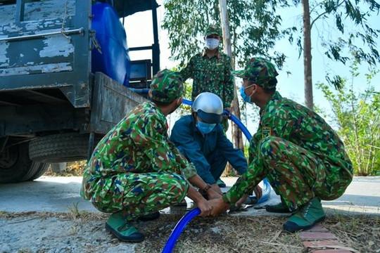 Kiên Giang: Bộ đội cung cấp nước sạch cho người dân vùng biên