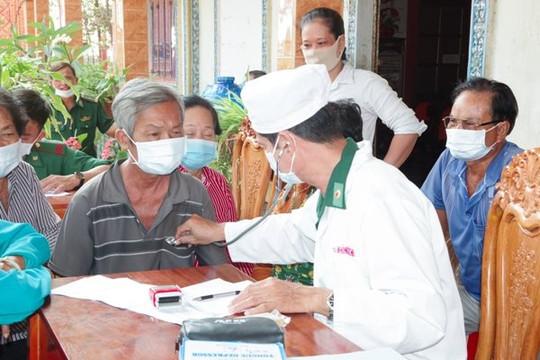Sóc Trăng: Biên phòng khám bệnh, cấp thuốc cho người Khơme vùng biên giới biển