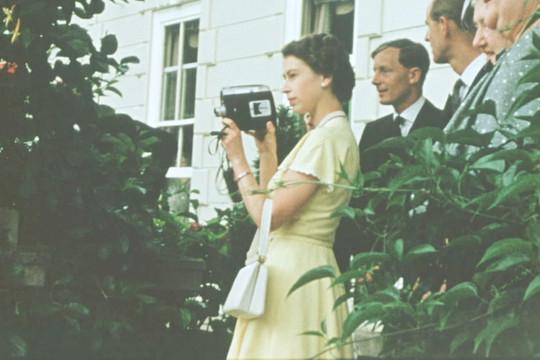 Nữ hoàng Anh Elizabeth II và những cảnh quay chưa từng được tiết lộ
