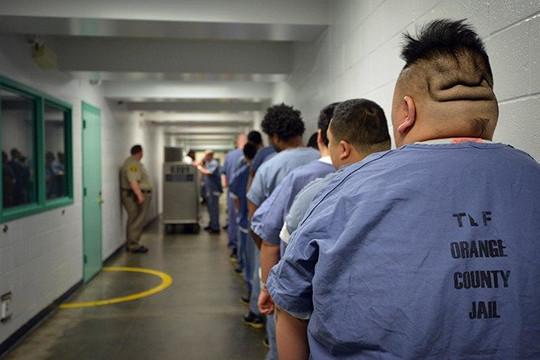 Hàng ngàn tù nhân được thả trong đại dịch lo sợ có thể phải trở lại trại giam