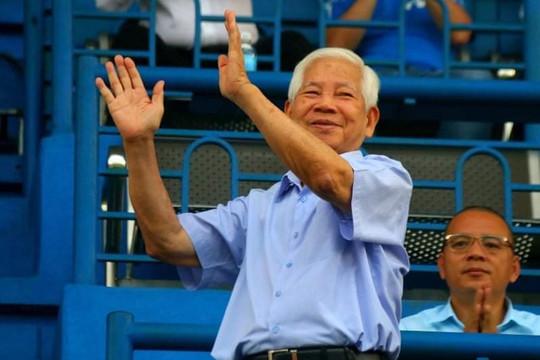 Nguyên Chủ tịch nước Nguyễn Minh Triết dự khán lễ bế mạc và trận chung kết U.19 Quốc gia