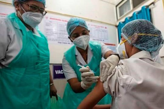 Ấn Độ thiếu vắc xin COVID-19, thế giới lo lắng
