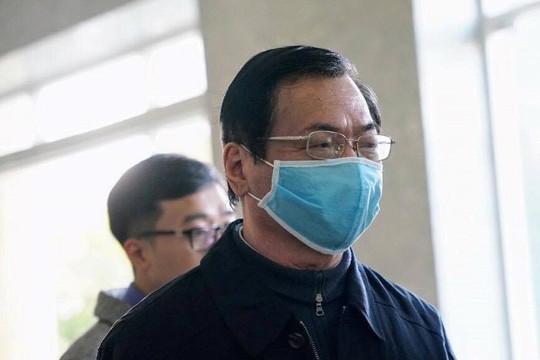 Cựu bộ trưởng Vũ Huy Hoàng hầu tòa vào ngày 22.4