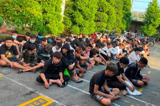 Tiền Giang: Khởi tố nhóm 'quái xế' đua xe trái phép